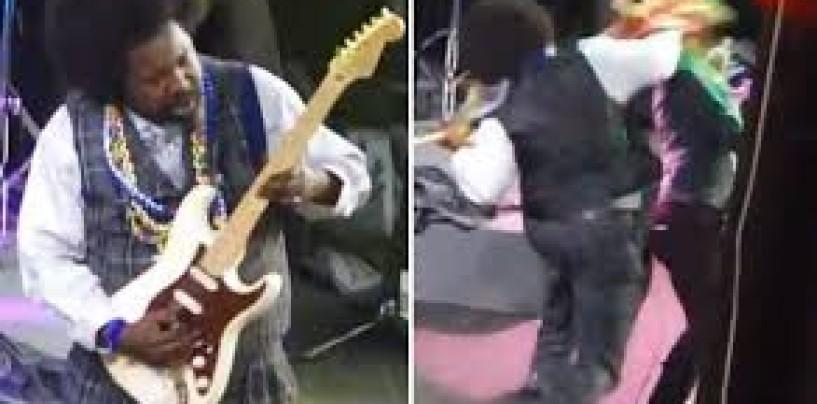 "Singer/Rapper Joseph Foreman AKA ""AfroMan"" Got High & Poundcaked A Snow Chicks Face At His Concert! (Video)"