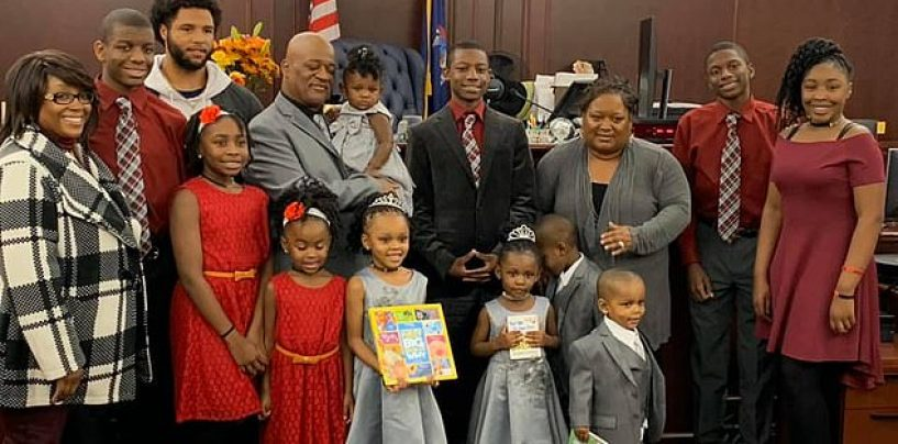 Single Father Adopts 5 Siblings Under Age 6 So They Can All Be Together! (Video)